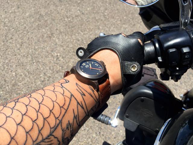 Ennebi Fondale Bronzo and tattoo on Harley